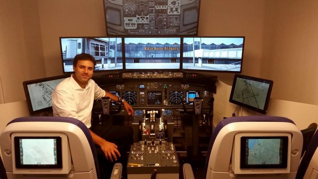 Ron Cherian im Cockpit