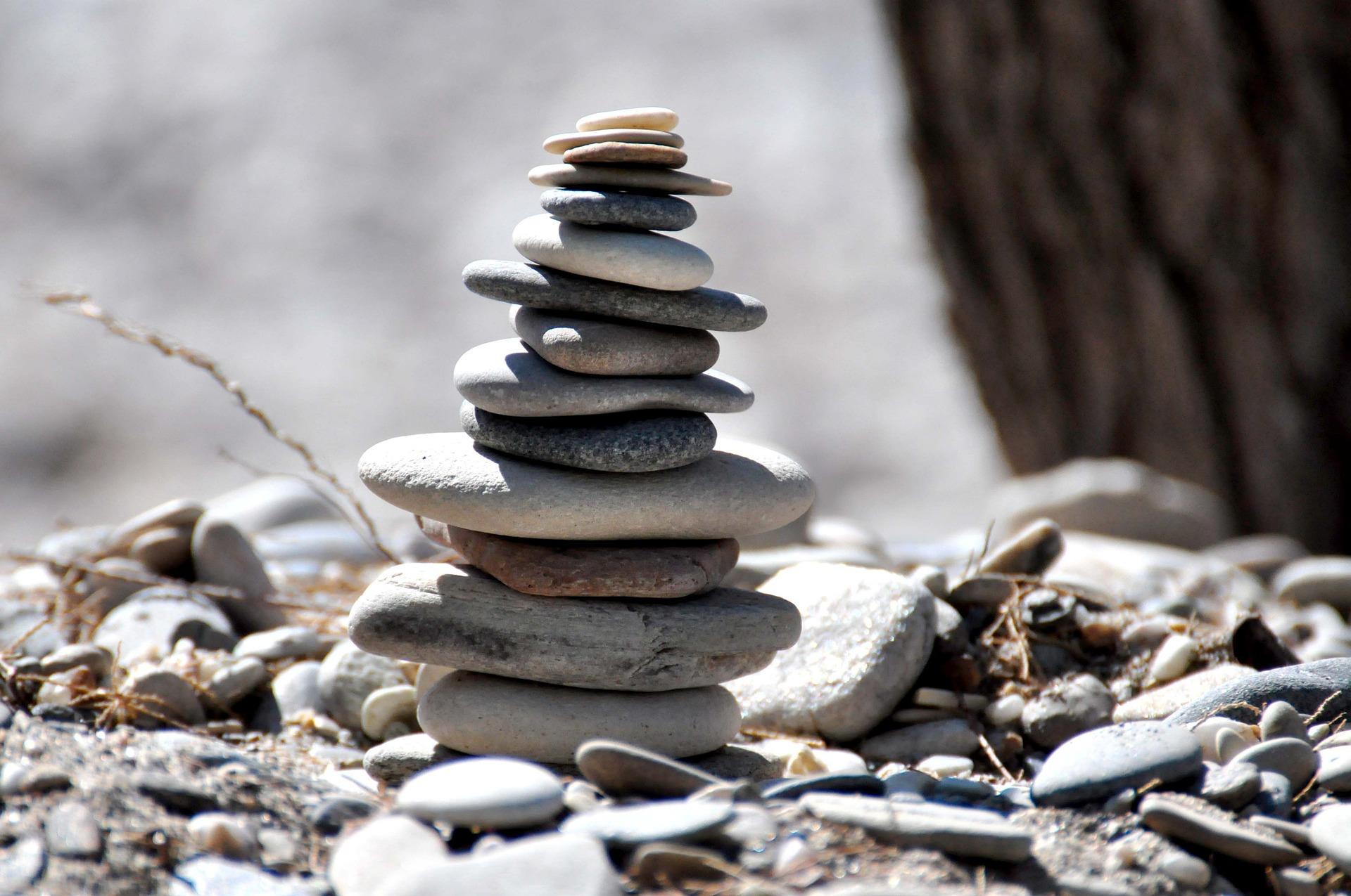 Aufeinander gestapelte Steine.