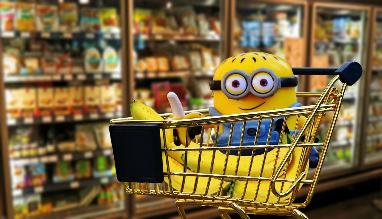 Minion mit Bananen im Einkaufswagen