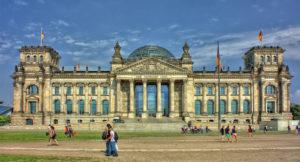 Frontalansicht des Reichstagsgebäudes