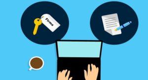 Unterer Bildabschnitt: Hände am Laptop - oben link Schlüssel mit Aufschrift Firma - oben rechts Vertrag mit Stift
